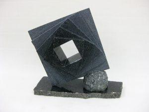 岡本勝利「四角形の領域」2018 インパラブラック(黒御影石) H45.5×49×18㎝