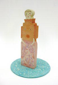 伊藤亜矢美「散歩ともだち」2015年 木版、木彫、手彩色 台16×16/H22cm