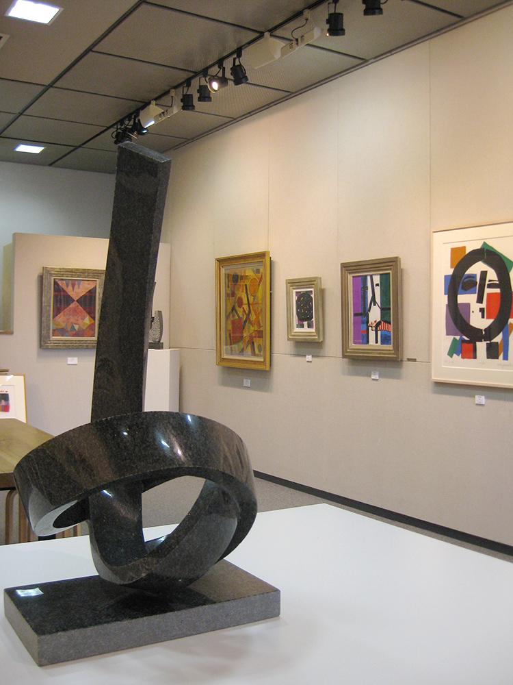 「抽象アートを楽しむ展」開催中
